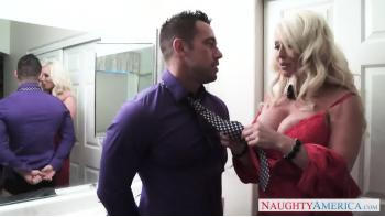Hot Mom Seduce A Guapo